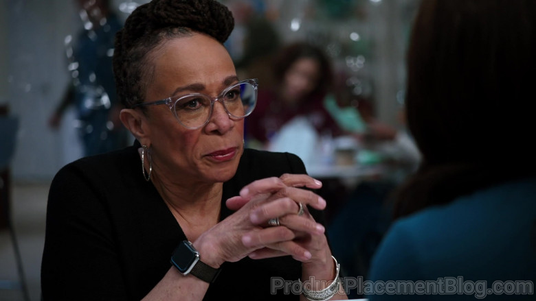 Apple Watch of S. Epatha Merkerson as Sharon Goodwin in Chicago Med S06E07 Better Is the Enemy of Good (2021)
