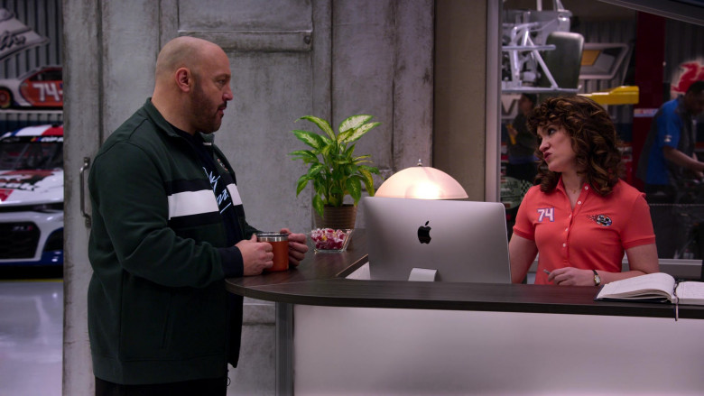 Apple iMac Computer Used by Sarah Stiles as Beth in The Crew S01E06