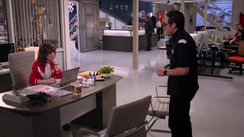 Apple iMac Computers in The Crew S01E02 (3)