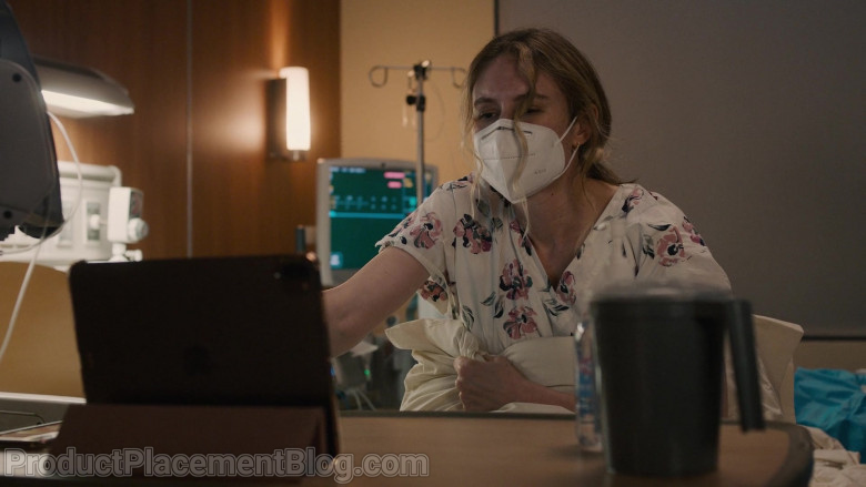 Apple iPad Tablet in This Is Us S05E08 In the Room (2021)