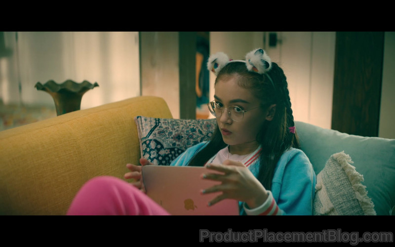 Apple iPad Tablet of Anna Cathcart as Katherine 'Kitty' Song Covey in To All the Boys Always and Forever (2)