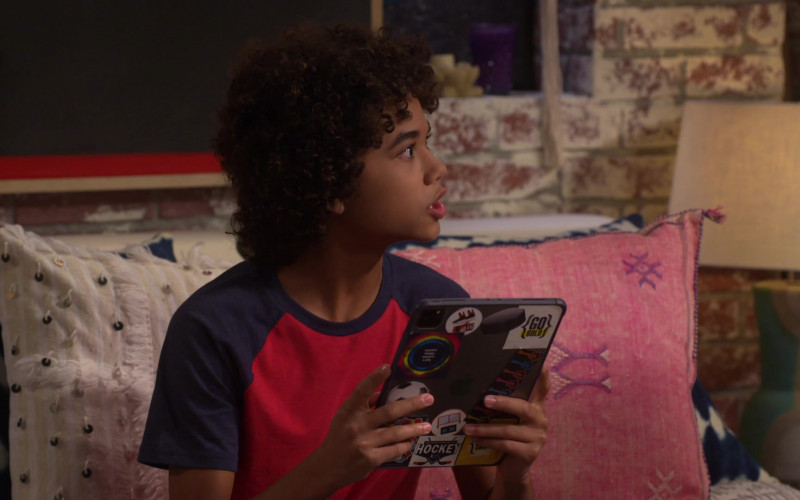 Apple iPad Tablet of Noah Cottrell as Diego in Punky Brewster S01E03 (1)