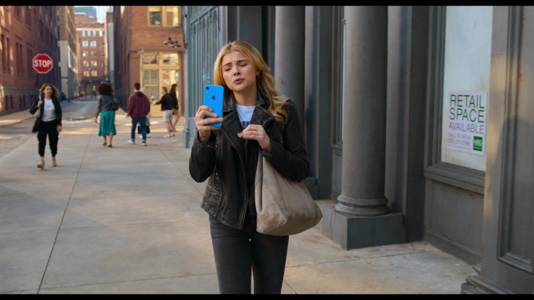 Apple iPhone Smartphone (Blue) of Chloë Grace Moretz as Kayla in Tom and Jerry Movie (1)