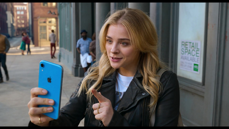 Apple iPhone Smartphone (Blue) of Chloë Grace Moretz as Kayla in Tom and Jerry Movie (2)
