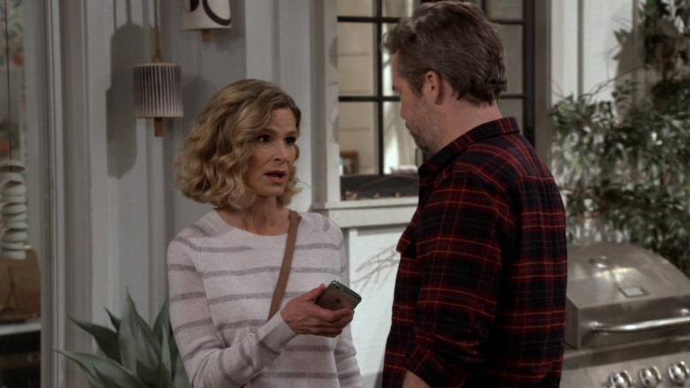 Apple iPhone Smartphone Held by Kyra Sedgwick as Jean Raines in Call Your Mother S01E04