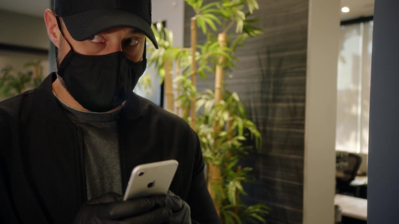 Apple iPhone Smartphone Used by Actor in 9-1-1 S04E03 Future Tense (2021)