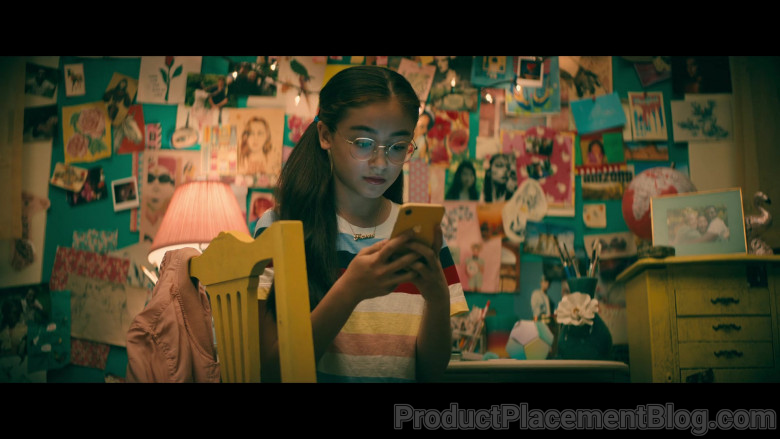 Apple iPhone Smartphone (Yellow) of Anna Cathcart as Katherine 'Kitty' Song Covey in To All the Boys A
