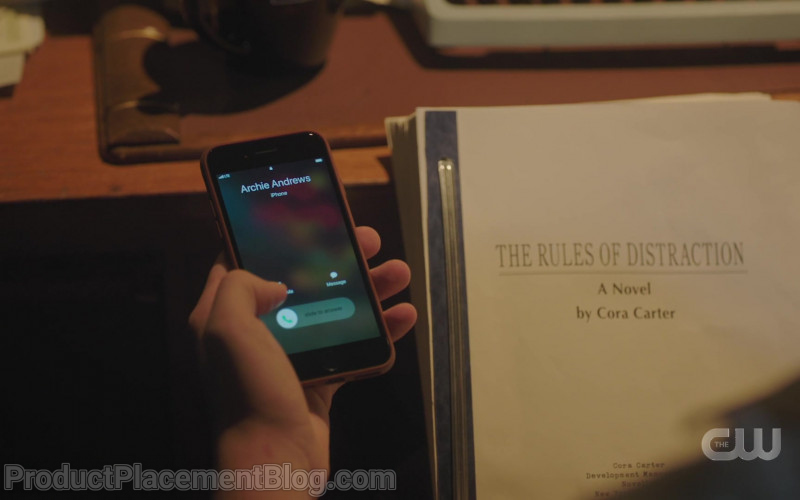 Apple iPhone Smartphone of Cole Sprouse as Jughead Jones in Riverdale S05E04 Chapter Eighty Purgatory (2021)
