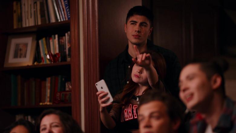 Apple iPhone Smartphone of Katie Douglas as Abby in Ginny & Georgia S01E07