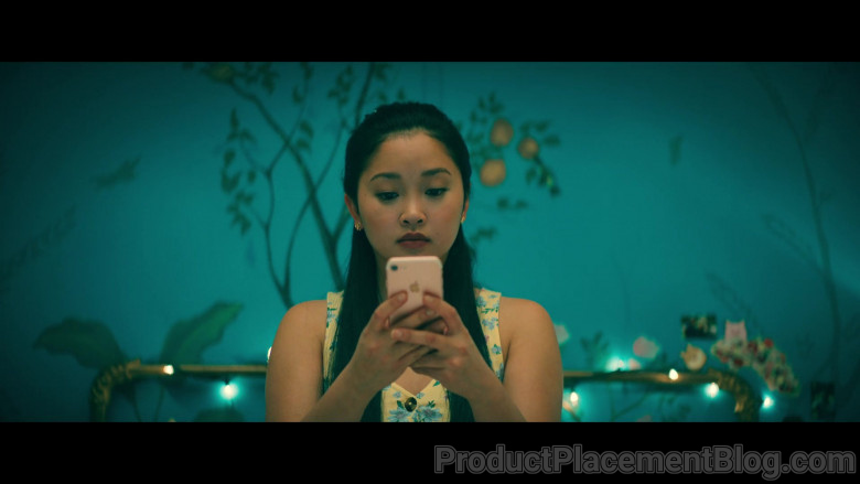 Apple iPhone Smartphone of Lana Condor as Lara Jean 'LJ' Song Covey in To All the Boys Always and Forever (3)