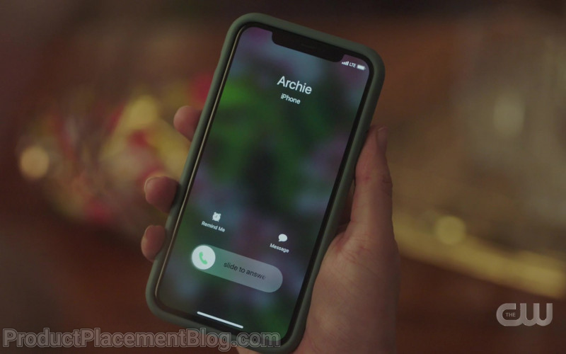 Apple iPhone Smartphone of Lili Reinhart as Betty Cooper in Riverdale S05E04 Chapter Eighty Purgatory (2021)