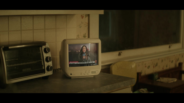 BLACK+DECKER Countertop Convection Toaster Oven in Superman & Lois S01E01 (1)