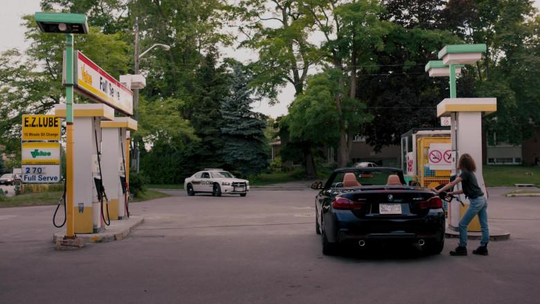 BMW 440i xDrive Convertible Car in Ginny & Georgia S01E01 TV Show (Netflix) (2)