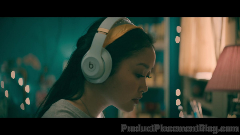 Beats Headphones of Lana Condor as Lara Jean 'LJ' Song Covey in To All the Boys Always and Forever (4)