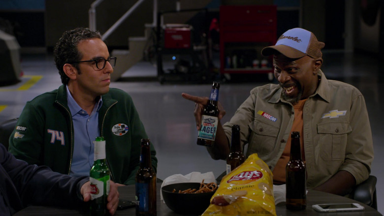 Blue Point Toasted Lager, Stella Artois and Bud Light Beer, Lay's Classic Chips in The Crew S01E10