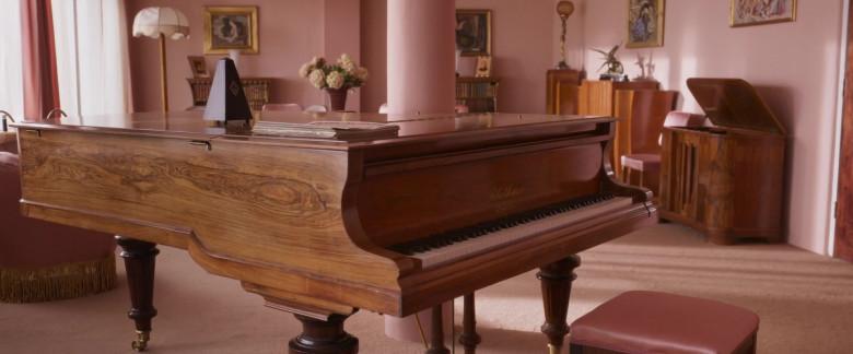 Blüthner Piano in Blithe Spirit Movie (2)