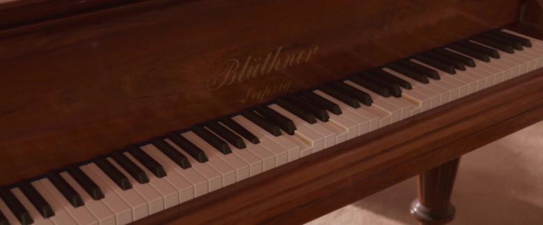 Blüthner Piano in Blithe Spirit Movie (3)