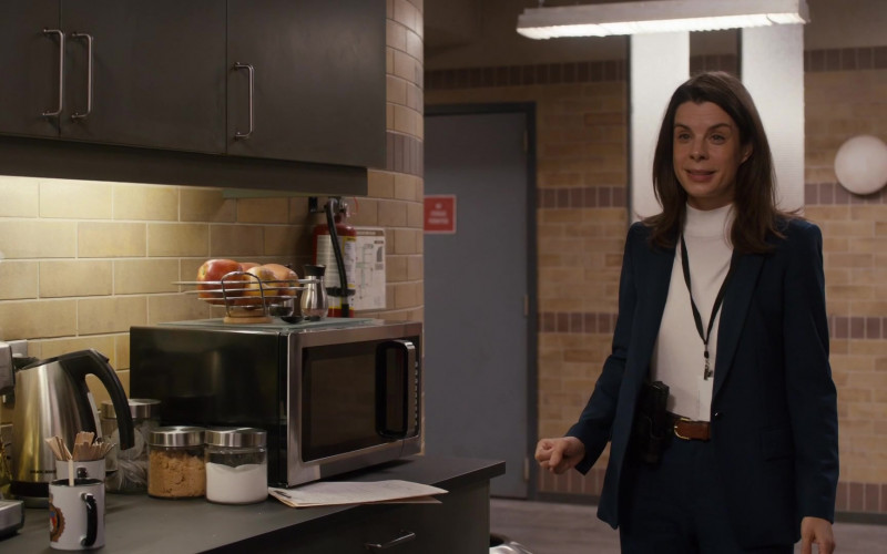Breville Coffee Machine in Pretty Hard Cases S01E04 Feathers (2021)