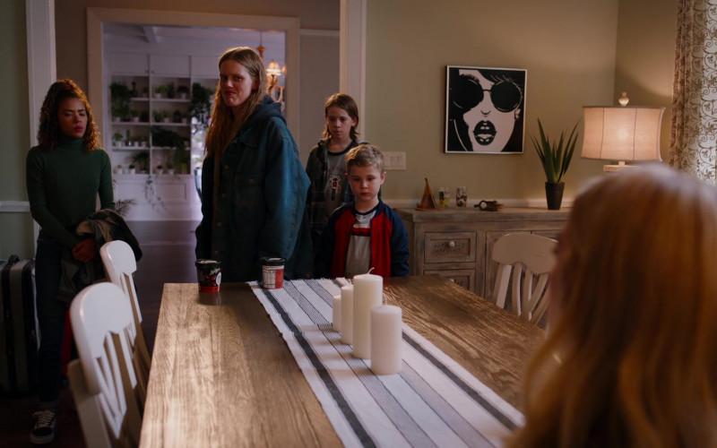 Breyers Ice Cream in Ginny & Georgia S01E06 TV Show by Netflix (1)