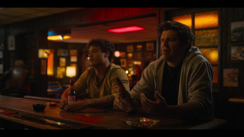 Budweiser Beer Enjoyed by Actor Jan Luis Castellanos as Mikey in Bridge and Tunnel S01E05