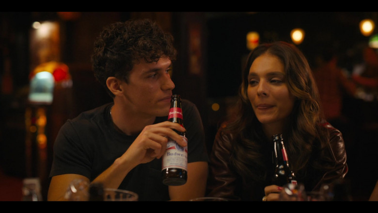 Budweiser Beer Product Placement in Bridge and Tunnel S01E06 TV Show (4)