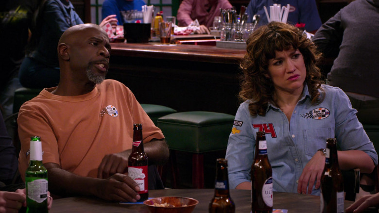 Budweiser Beer of Gary Anthony Williams as Chuck in The Crew S01E03 (1)