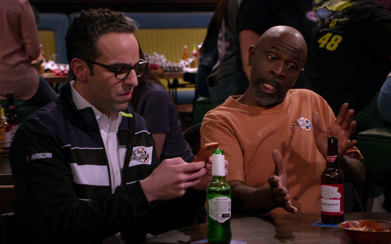 Budweiser Beer of Gary Anthony Williams as Chuck in The Crew S01E03 (2)