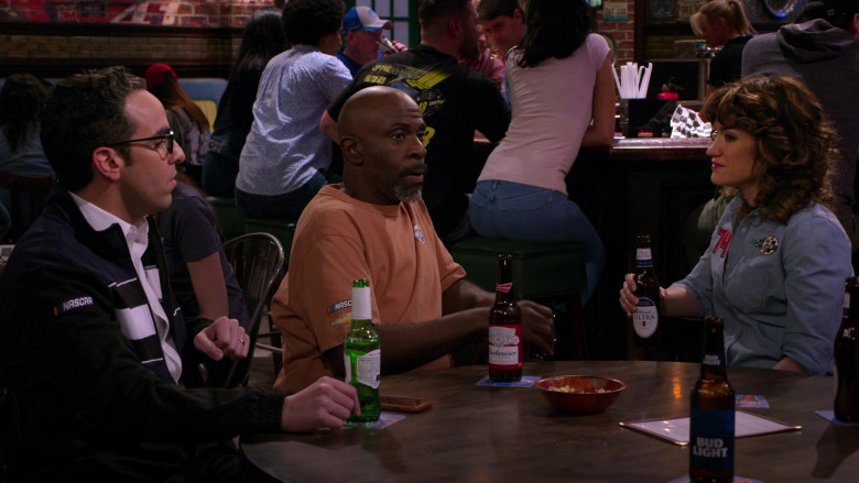 Budweiser, Bud Light and Michelob Ultra Beer Bottles in The Crew S01E03