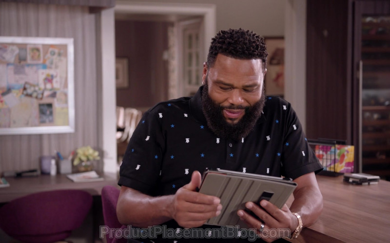 Burberry Men's Monogram Motif Star Print Polo Shirt of Anthony Anderson as Dre in Black-ish S07E09 Black-out (2021)