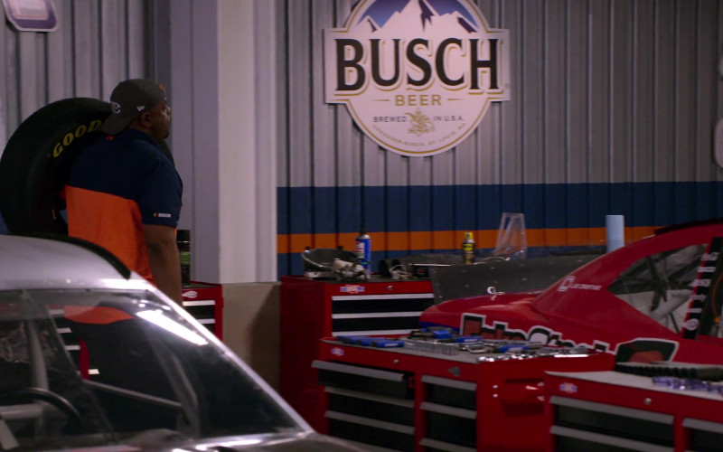 Busch Beer in The Crew S01E04 You Seem Like A Perfectly Serviceable Woman (2021)