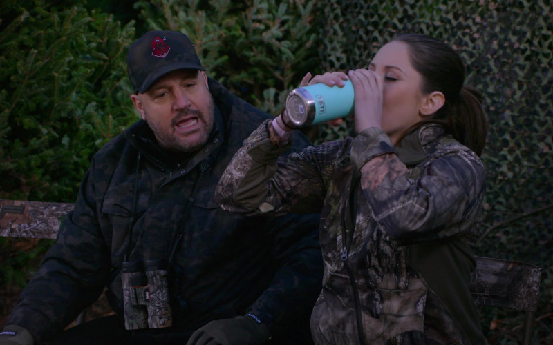 Bushnell Binocular and Burton Gloves of Kevin James and Yeti Tumbler in The Crew S01E02