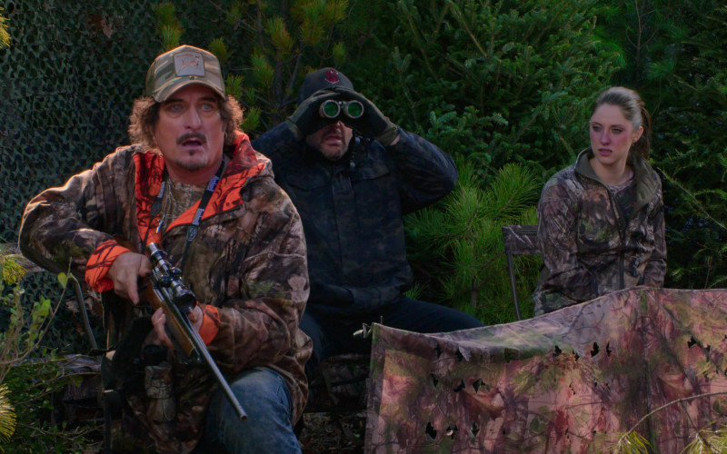 Bushnell Binocular of Kim Coates as Rob in The Crew S01E02 (1)
