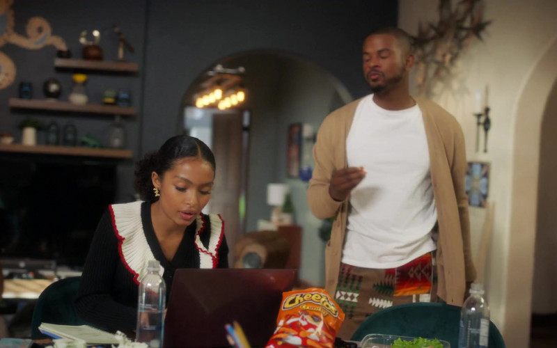 Cheetos Crunchy Snack in Grown-ish S03E11 Alright (2021)