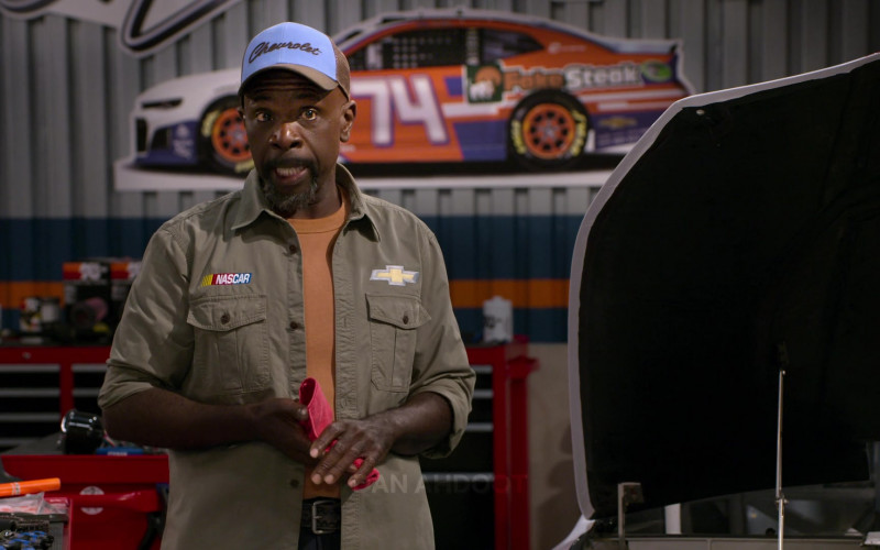 Chevrolet Blue Cap of Gary Anthony Williams as Chuck in The Crew S01E10 (1)
