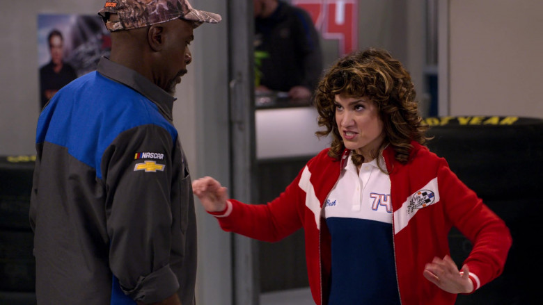 Chevrolet Logo Patch on the Shirt of Gary Anthony Williams as Chuck in The Crew S01E05 (1)