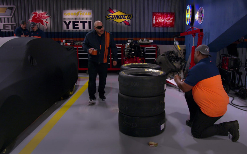 Chevrolet, Mobil 1, Goodyear, Yeti, Sunoco, Coca-Cola in The Crew S01E04