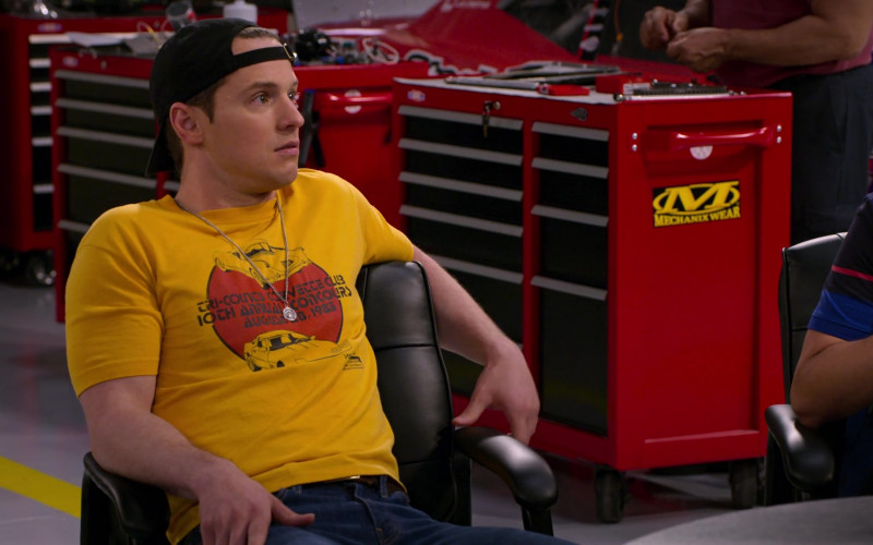Chevy Corvette T-Shirt of Freddie Stroma as Jake and Mechanix Wear Sticker in The Crew S01E09