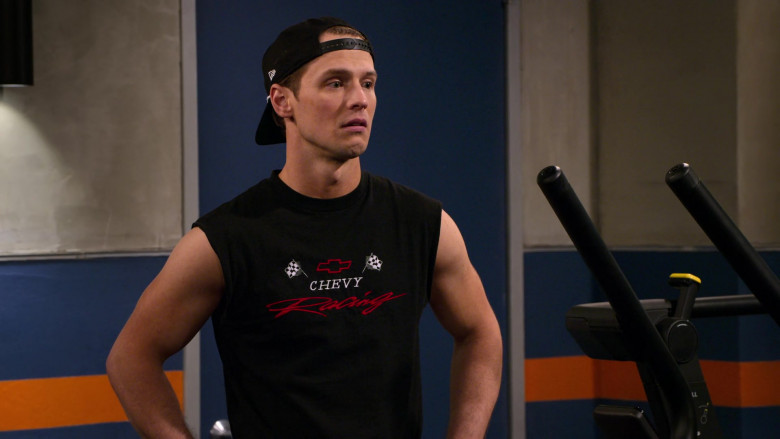 Chevy Racing T-Shirt and New Era Cap of Freddie Stroma as Jake in The Crew S01E05