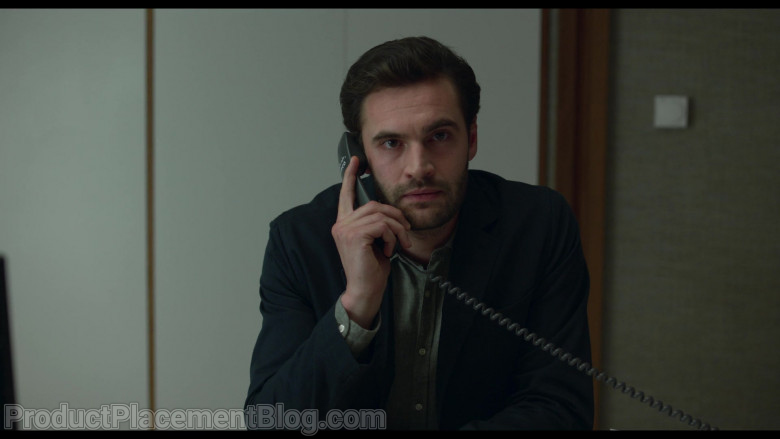 Cisco Systems Phone of Tom Bateman as David in Behind Her Eyes S01E02 Lucid Dreaming (2021)
