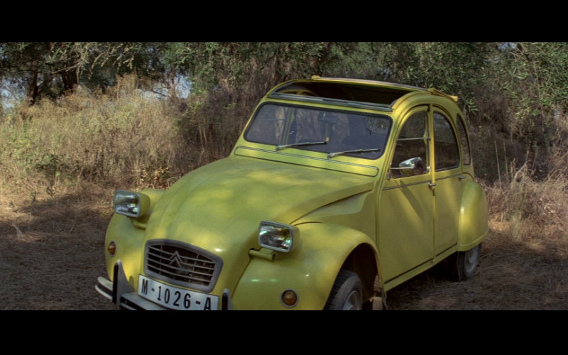 Citroën 2CV 6 Club Car in For Your Eyes Only Movie (1)