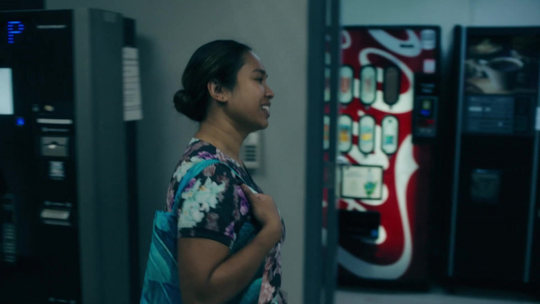Coca-Cola Vending Machine in Coroner S03E01 (1)