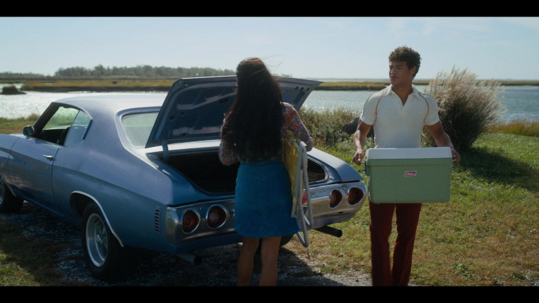 Coleman Cooler Held by Jan Luis Castellanos as Mikey in Bridge and Tunnel S01E06 The Swan Song (2021)