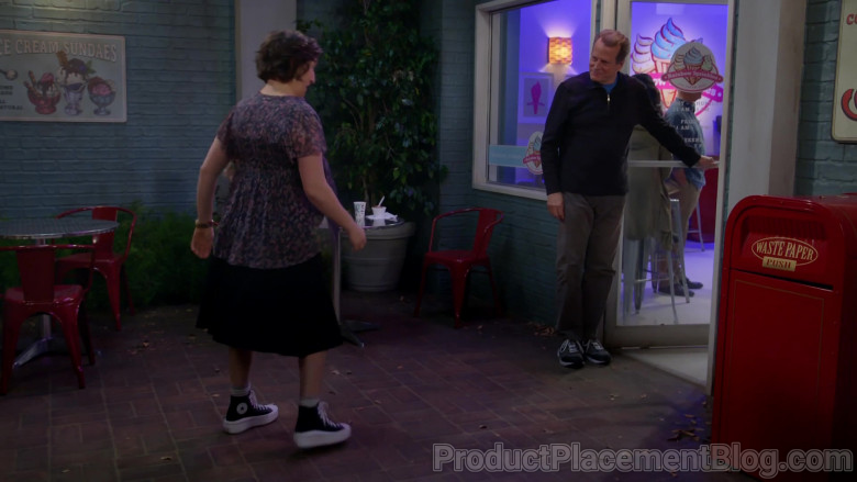 Converse Women's Platform Shoes of Mayim Bialik in Call Me Kat S01E07 Eggs (2021)