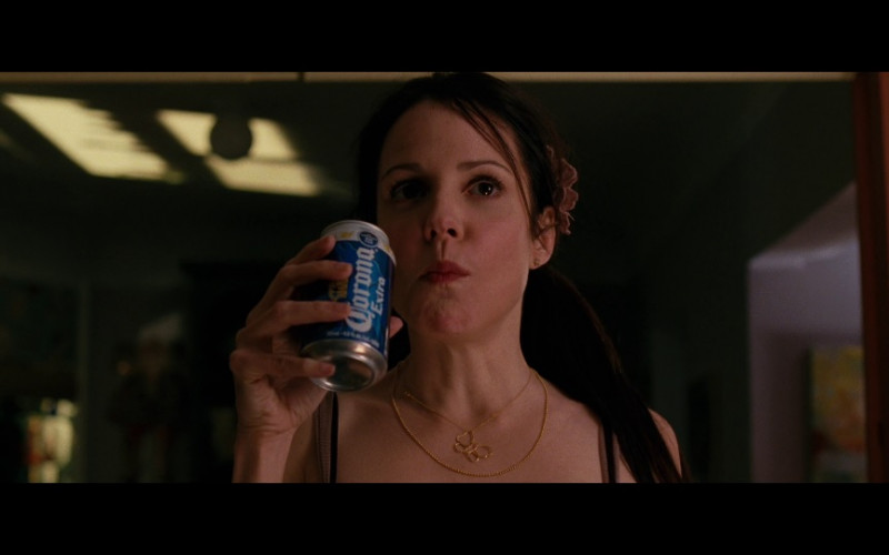 Corona Extra Beer Enjoyed by Mary-Louise Parker as Sarah Ross in Red (2010)