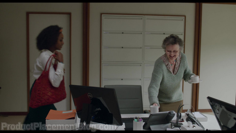 Dell Computer Monitor Used by Simona Brown as Louise in Behind Her Eyes S01E01 (2)