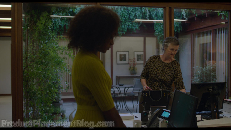Dell Monitor of Georgie Glen as Sue in Behind Her Eyes S01E03 The First Door (2021)