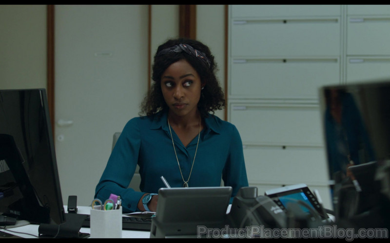 Dell PC Monitor of Simona Brown as Louise in Behind Her Eyes S01E03 The First Door (2021)