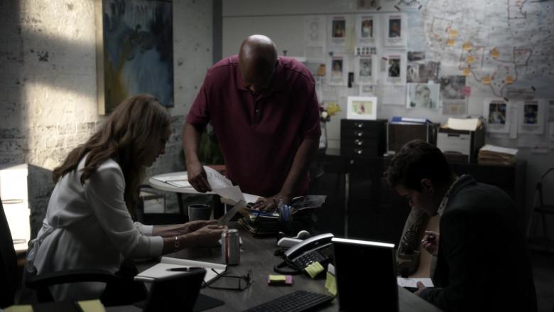 Diet Coke Soda Enjoyed by Amy Brenneman as Mary Barlow in Tell Me Your Secrets S01E03 (1)