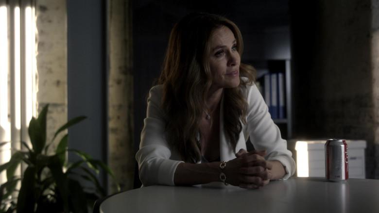 Diet Coke Soda Enjoyed by Amy Brenneman as Mary Barlow in Tell Me Your Secrets S01E03 (3)