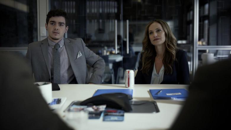 Diet Coke of Amy Brenneman as Mary Barlow in Tell Me Your Secrets S01E01 (1)